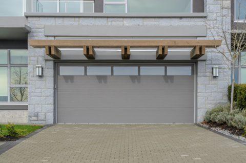 Pourquoi faire appel à un professionnel pour installer sa porte de garage ?