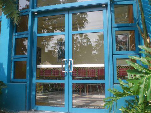 Les avantages de la porte d'entrée en verre