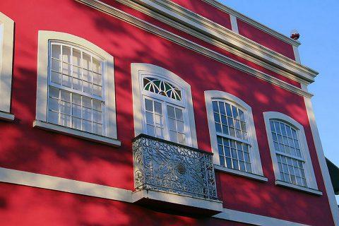 La fenêtre guillotine dans l'architecture à travers le monde