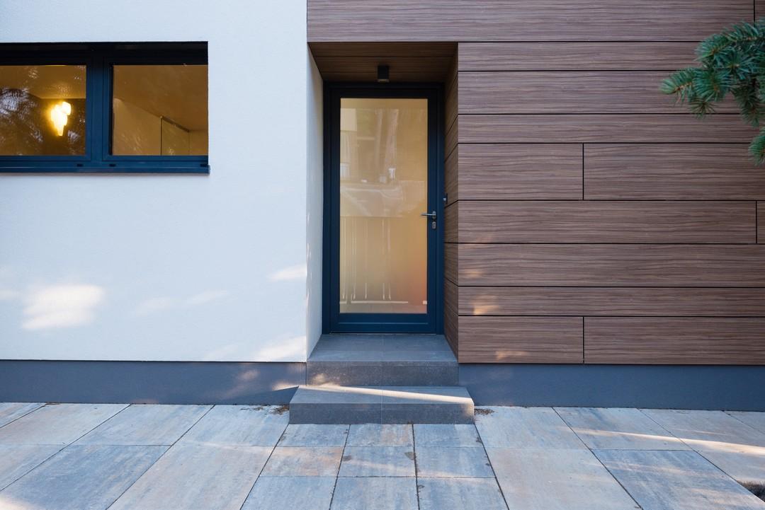 bien isoler sa porte d 39 entr e vitr e portes et fen. Black Bedroom Furniture Sets. Home Design Ideas